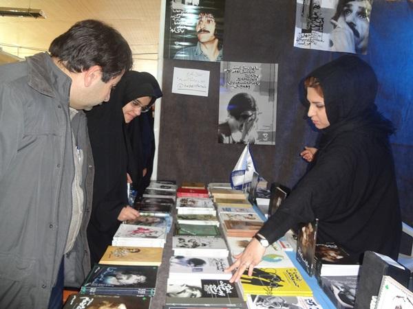 آنا پناهی در نمایشگاه کتاب یاسوج